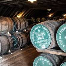 Top Whisky Distillery Experiences for Dad on Father's Day